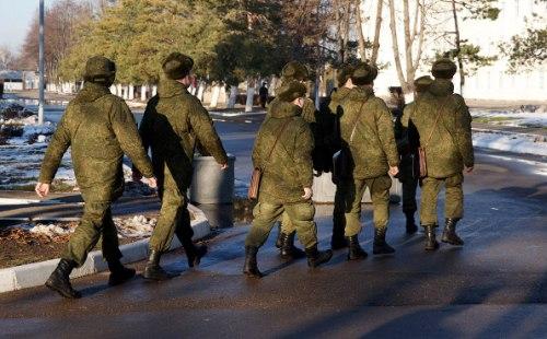 Солдаты в военной части