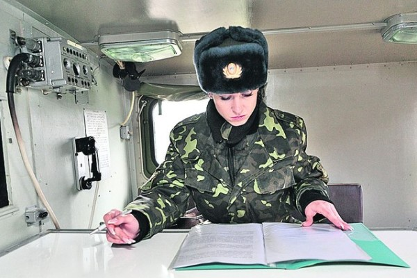 как попасть в армию женщине
