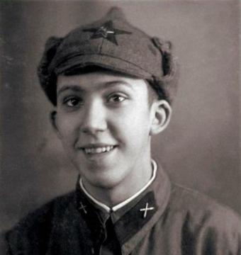 Молодой Юрий Никулин в форме