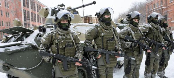 Российские солдаты у БМП