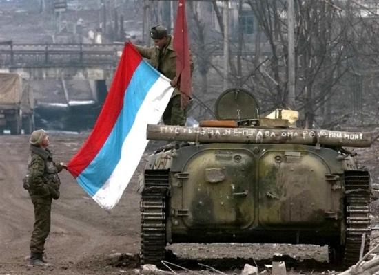 Флаг России на БТРе