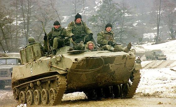 Солдаты на БТРе