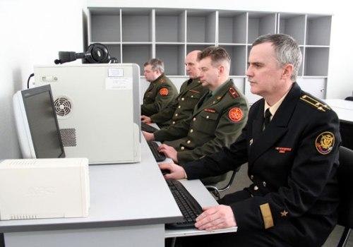 Военные офицеры
