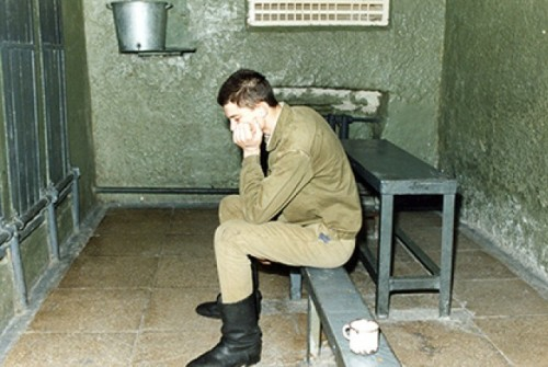 Советский солдат в камере