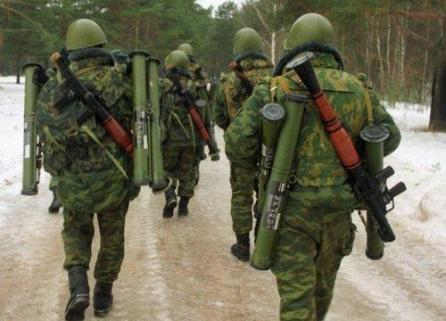 Военные с оружием
