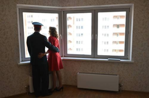 Семья военного в своей квартире