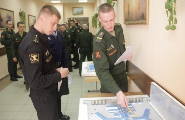 Офицер и ефрейтор