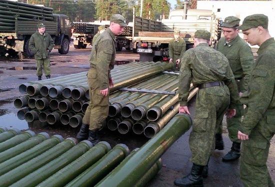 Солдаты заняты работой