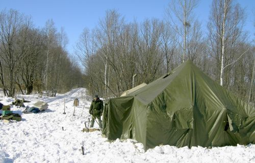 Военный палаточный лагерь