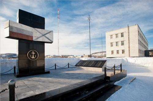 Мраморный обелиск героям 61 бригады МП