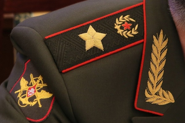 Большая генеральская звезда на погоне
