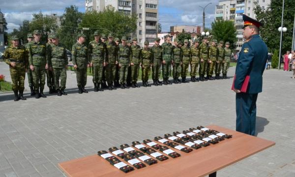 Вручение офицерских погон