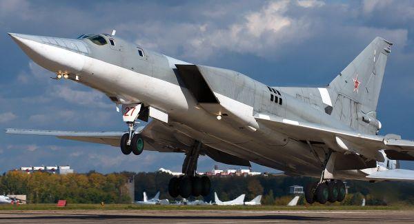 Сверхзвуковой бомбардировщик-ракетоносец для дальних расстояний Ту-22М