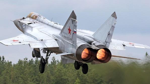 Сверхзвуковой перехватчик МиГ-31