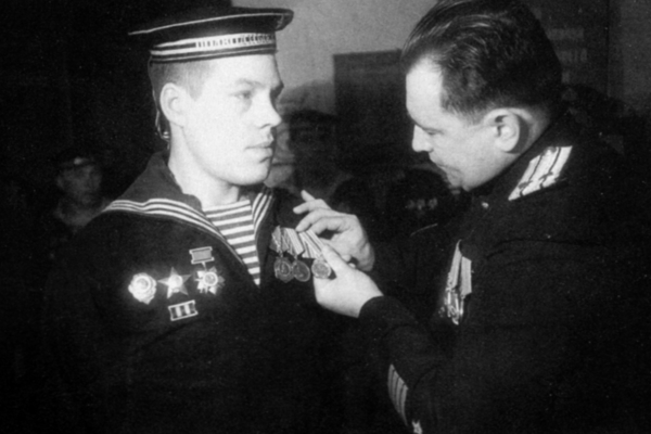 Награждение солдата