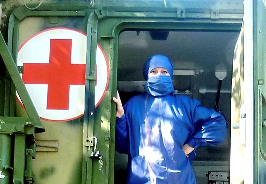 Медсестра готова к приему солдат
