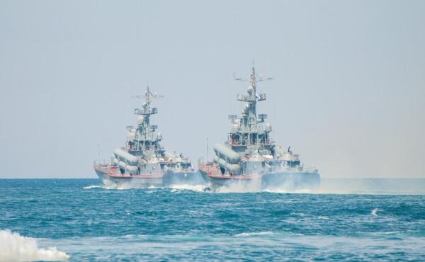 В море корабли